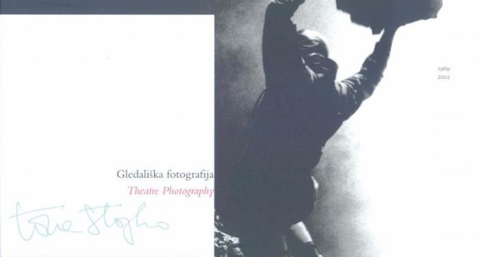 Pokrajinski muzej v Slovenj Gradcu je predstavil razstavo gledališke fotografije Toneta Stojka, ki je bila prvotno predstavljena leta 2003 v Ljubljani.