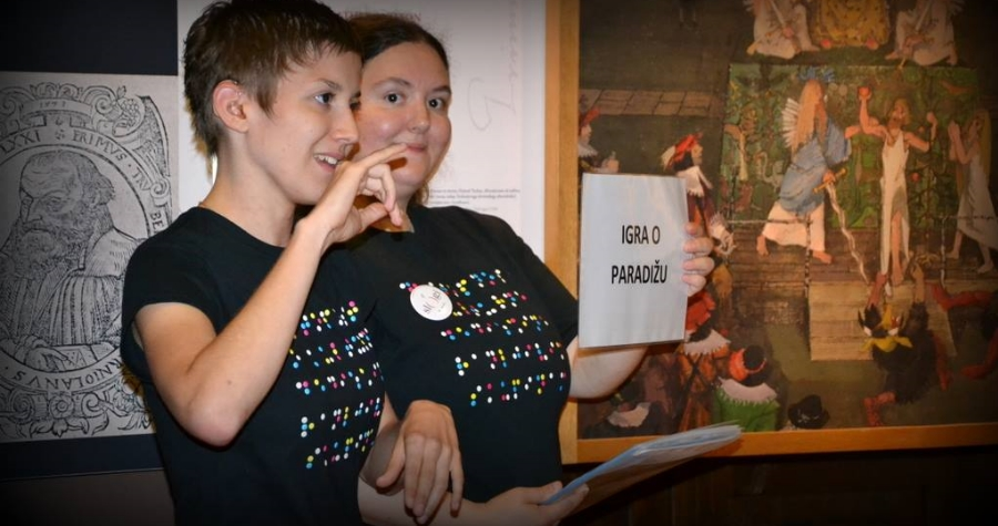 Bo obiskovalce po stalni razstavi v slovenskem znakovnem jeziku popeljala Melanie Likar v sodelovanju s kustosinjo pedagoginjo mag. Sandro Jenko.