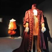 Alenka Bartl ima za seboj izjemno bogato ustvarjalno kariero. V petinpetdesetih letih je zasnovala več kot 500 gledaliških kostumografij.