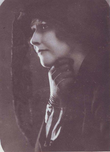 F. Dostojevski - B. Putjata: Idiot, 1922/23 Marija Nablocka kot Nastasja Filipovna. Vir: Ikonoteka SLOGI – Gledališki muzej.