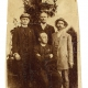 Izidor Cankar, igralec Anton Verovšek in Ivan Cankar 11. julija 1911 na obisku pri pisatelju Franu Saleškem Finžgarju (na fotografji sedi) v Sori pri Medvodah.