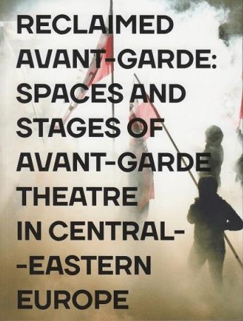 Zbirka člankov ''Reclaimed Avant-garde'', raziskuje inovativne alternative v gledališki scenografiji in prostoru