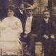 Fotografija Ivana Cankarja (skrajno desno), konec 19. stoletja. Vir: Ikonoteka SLOGI – Gledališki muzej.
