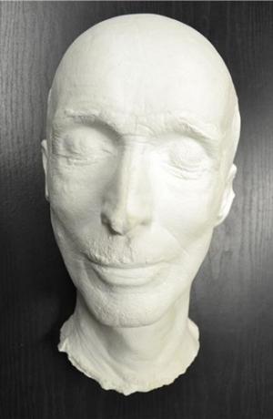 Posmrtna maska Ivana Levarja. Vir: Ikonoteka SLOGI – Gledališki muzej.