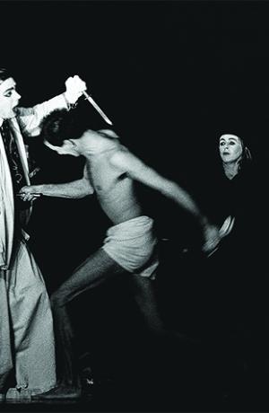 William Shakespeare, King Lear, directed by Dušan Jovanović, SNT Drama Ljubljana, Ljubljana City Theatre and Cankarjev dom, opening on 4 October 1992 at Cankarjev dom. Photo: Tone Stojko, 1992. Source: SLOGI Iconotheque – Theatre Museum.