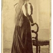 Avgusta Danilova kot Emilija v Shakespearovi tragediji Othello (Deželno gledališče v Ljubljani, rež. Rudolf Inemann, 1895/96)