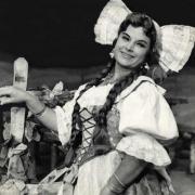 Vilma Bukovec kot Marinka, Bedřich Smetana: Prodana nevesta (režiser Ciril Debevec, dirigent Rado Simoniti, Opera SNG v Ljubljani, premiera 28. 4. 1955). Vir: Ikonoteka SLOGI – Gledališki muzej.