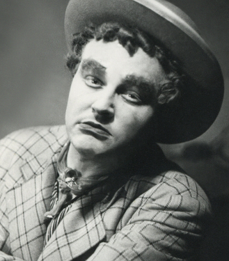 Bojan Stupica in the role of Macheath, the notorious gang chief in The Threepenny Opera (orig. Die Dreigroschenoper) by Bertolt Brecht and Kurt Weill, in the first staging of Brecht in Slovenia (National Theatre Ljubljana, premiere 30. 9. 1937). Moreover, Stupica directed it and created its set design. Source: Iconotheque SLOGI – Theatre Museum.