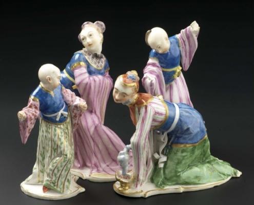 Figurine Kitajcev v vrhu evropskega oblikovanja porcelana. Narodni muzej Slovenije – Metelkova.