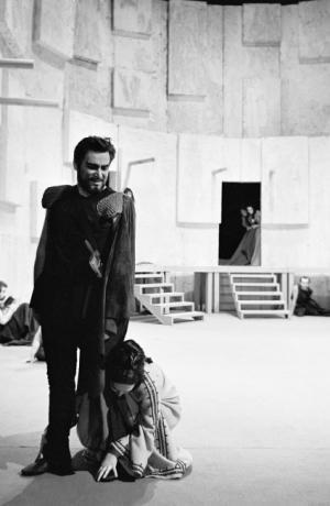 Bert Sotlar as Agamemnon in Aeschylus's Oresteia (1968) directed by Mile Korun. Photo: Marijan Pal. Source: Iconotheque SLOGI – Theatre Museum.