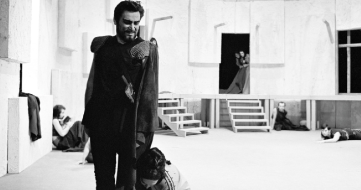 Bert Sotlar as Agamemnon in Aeschylus's Oresteia (1968) directed by Mile Korun. Photo: Marijan Pal. Source: Iconotheque SLOGI – Theatre Museum.